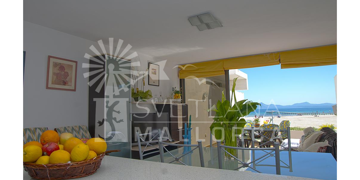 Playa de Alcudia apartment rental - Spacious, sunny and comfortable living room overlooking the beach and sea.