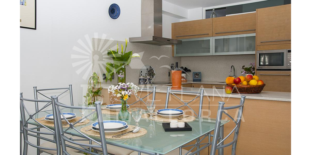 Playa de Alcudia apartment rental - Bright and fresh dining area to enjoy the rich Mallorcan cuisine.