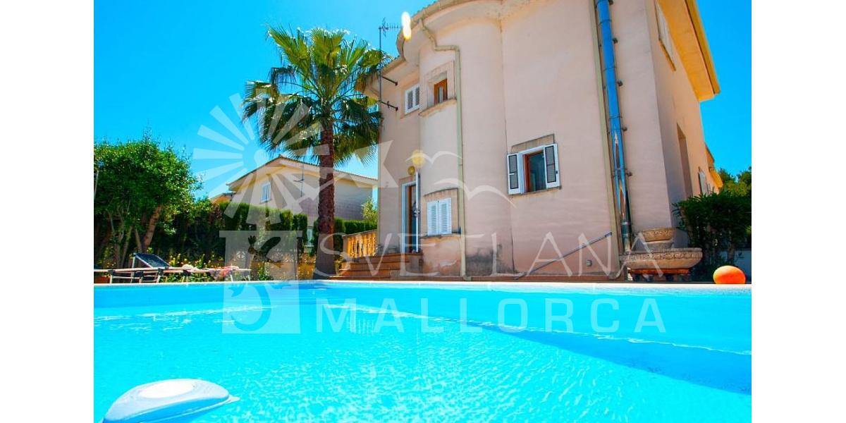 Magnificent villa with large pool just 100 meters from the nice Playa de Muro..