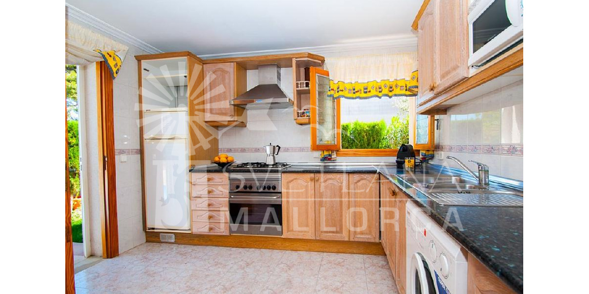 Full and equipped kitchen of the villa with everything you need for your holidays.