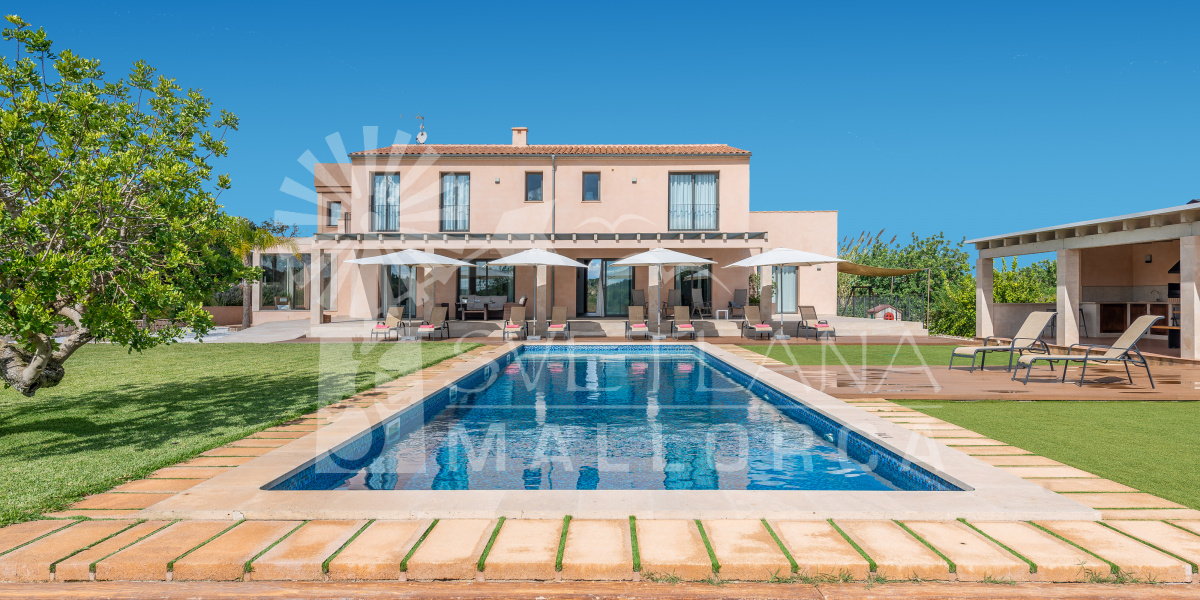 La Torre de Aumallia in Majorca is a luxury rural villa with SPA, Turkish bath and Jacuzzi .