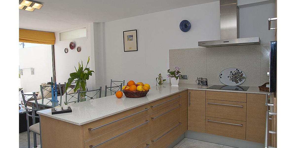 Playa de Alcudia apartment rental - The newly fitted kitchen is of high quality.