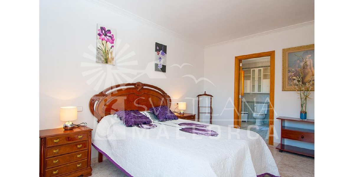 The two fantastic bedrooms in the villa have a full private bath and balcony..