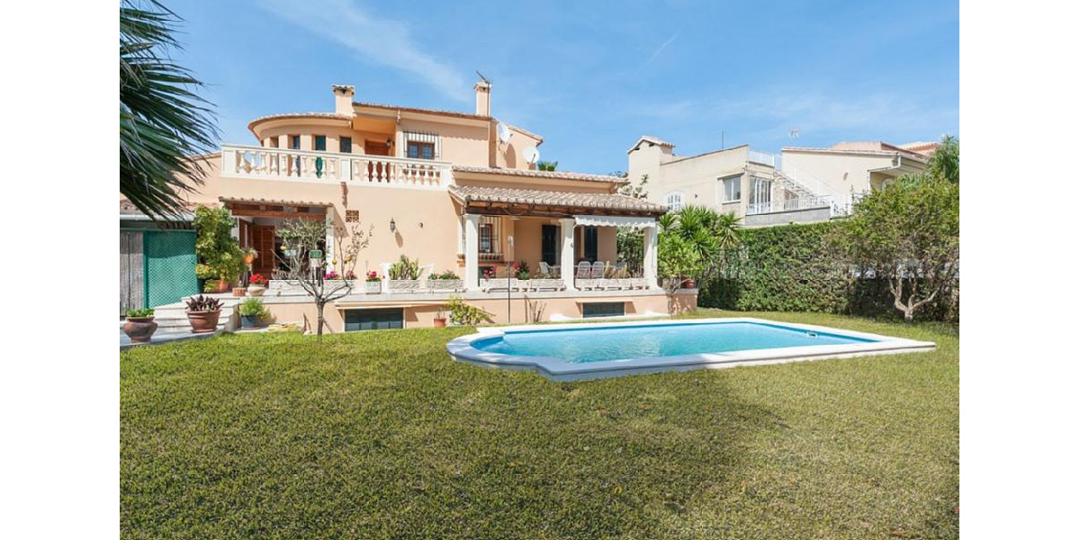 Marina Manrera villa rental - House rear facade, garden with swimming pool.