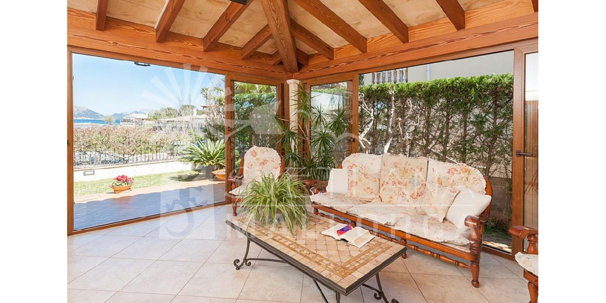 Marina Manresa villa rental - Nice place to relax in the shadow of the tree.