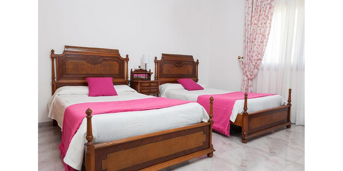 Marina Manresa villa rental - Bedroom with single beds.