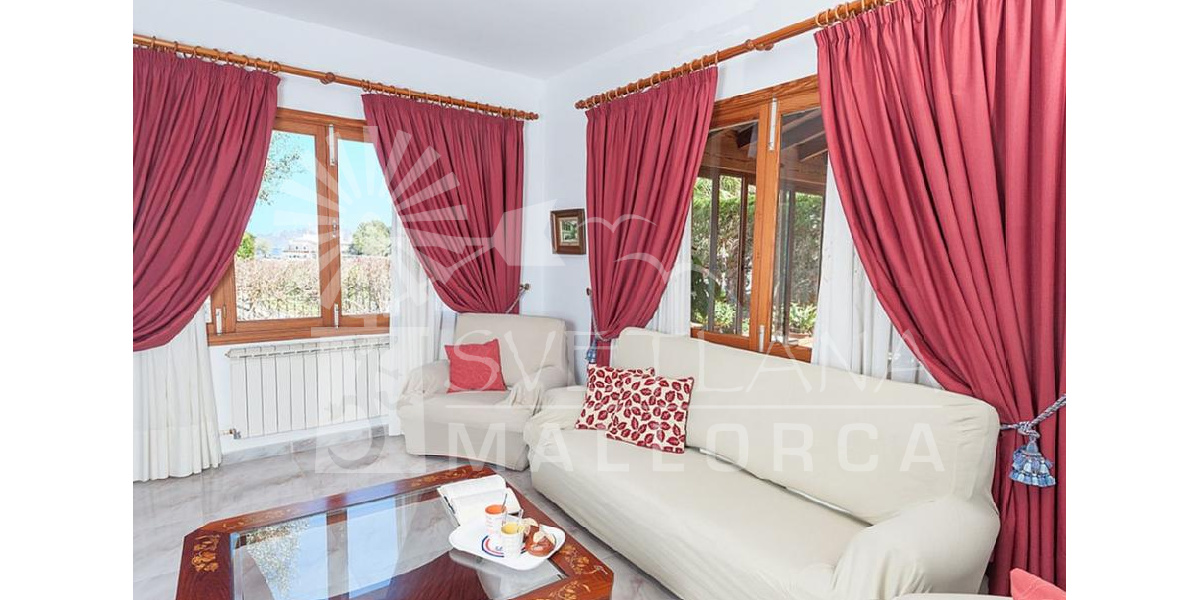 Marina Manresa villa rental - Lounge area with TV.
