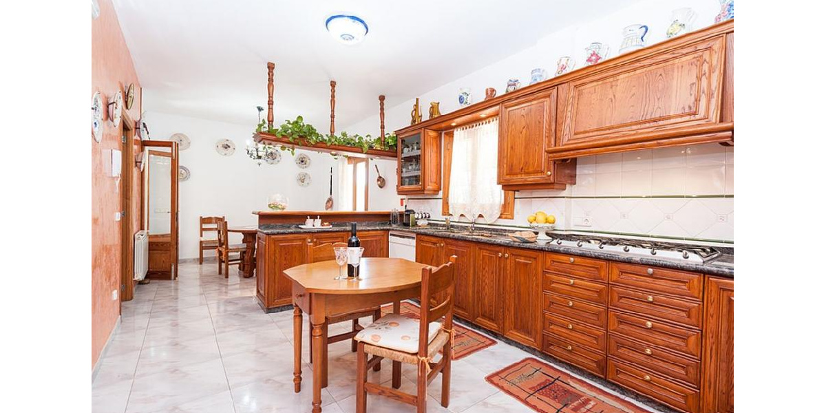 Marina Manresa villa rental - Fully-equipped kitchen.