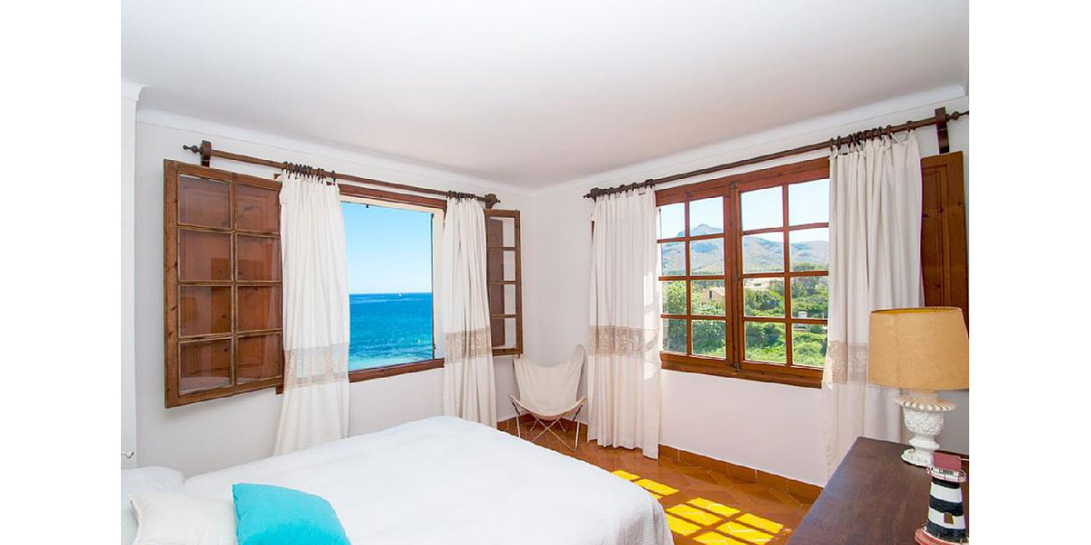 Double room in the tower with amazing sea and mountain views and bathroom.
