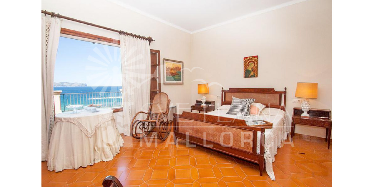 Double Room Sea View enjoy the sunset over Cape Formentor from the window.