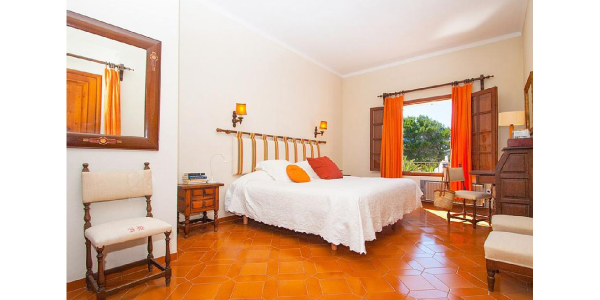 Spaces and comfortable Double Bedroom Orange located on the first floor.