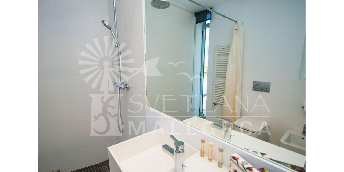 Spacious and full family bathroom design located on the ground floor.