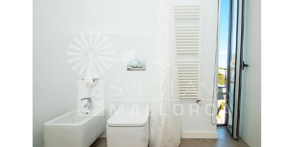 The fabulous bathroom of the apartment also make large and bright design.