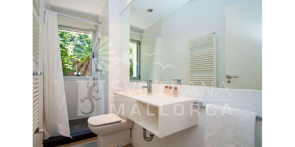 The bathrooms of the house have been designed to enjoy relaxing views.